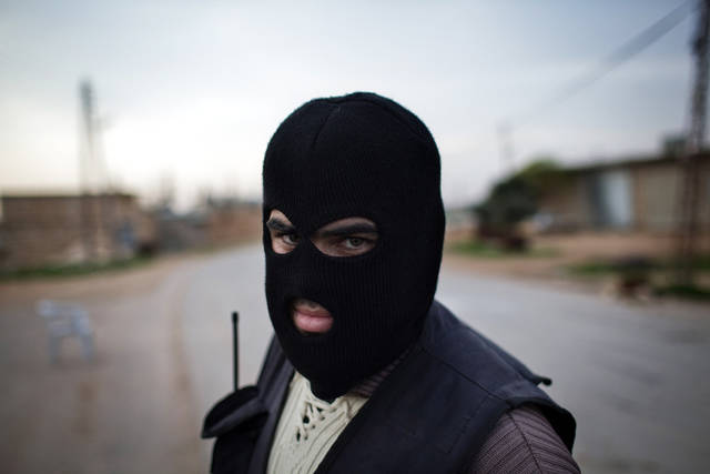 A Kurdish member of the FSA is seen at a check point in Fafeen village, north of Aleppo province, Syria, Wednesday, Dec 12, 2012 (AP Photo / Manu Brabo)