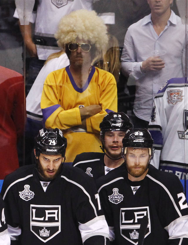 Los Angeles Kings Dwight King, left, and teammates Dustin Brown, rear, and Trevor Lewis watch the closing seconds of play against the New Jersey Devils in the third period during Game 4 of the NHL hockey Stanley Cup finals, Wednesday, June 6, 2012, in Los Angeles. The Devils won the game 3-1. (AP Photo/Jae C. Hong)