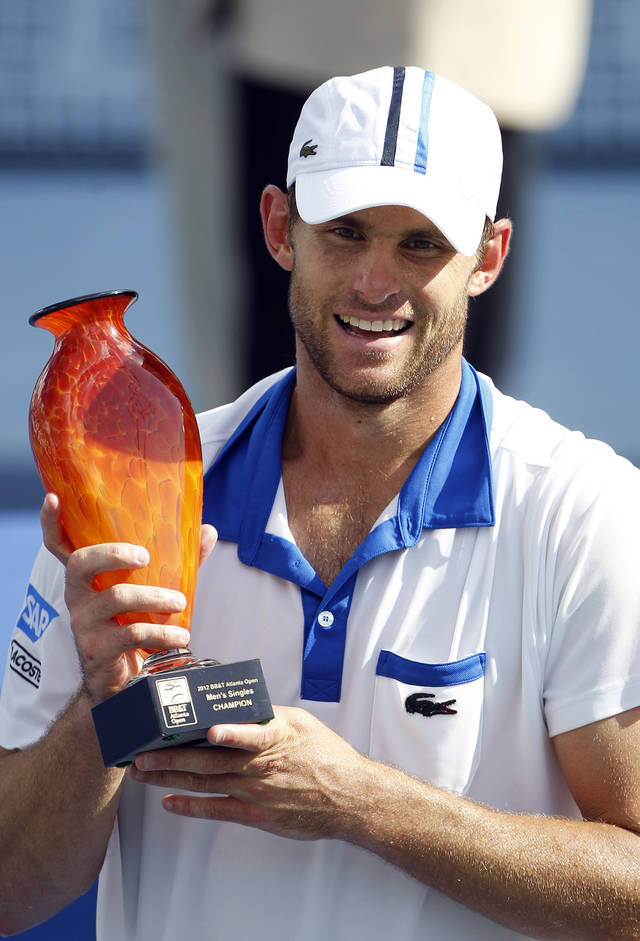 Andy Roddick poses with the trophy after winning the Atlanta Open tennis tournament, Sunday, July 22, 2012, in Atlanta. (AP Photo/John Bazemore)
