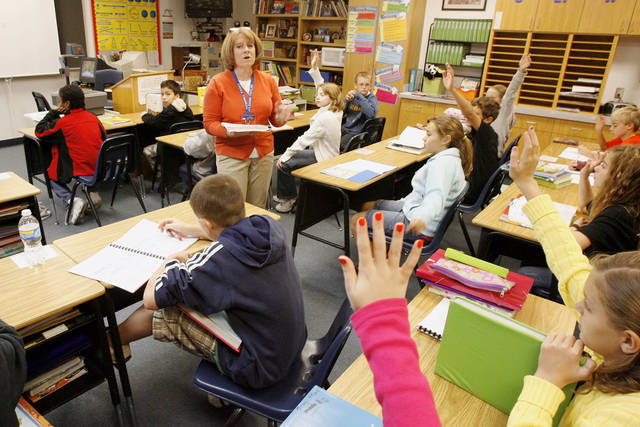 Teacher Leann Taylor talks to fifth-graders at Cross Timbers Elementary School in Edmond Tuesday, Oct. 20, 2009. Photo by Paul B. Southerland, The Oklahoman