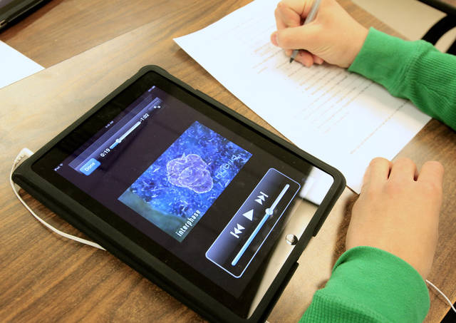 A student uses an iPad to complete an iPad mitosis assignment in a freshman biology class at Deer Creek High School in the Deer Creek School District in Oklahoma City Wednesday, Jan. 12, 2011. Photo by Paul B. Southerland, The Oklahoman