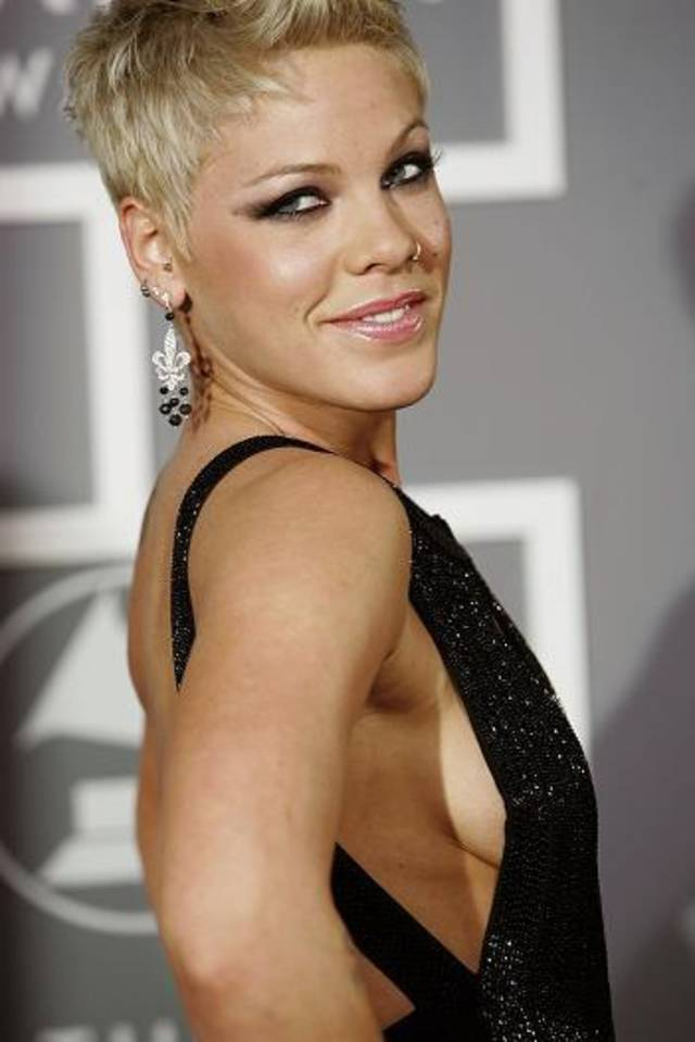 Los Angeles, UNITED STATES: Singer Pink arrives at the 49th Grammy Awards in Los Angeles 11 February 2007. AFP PHOTO/Hector MATA (Photo credit should read ROBYN BECK/AFP/Getty Images)