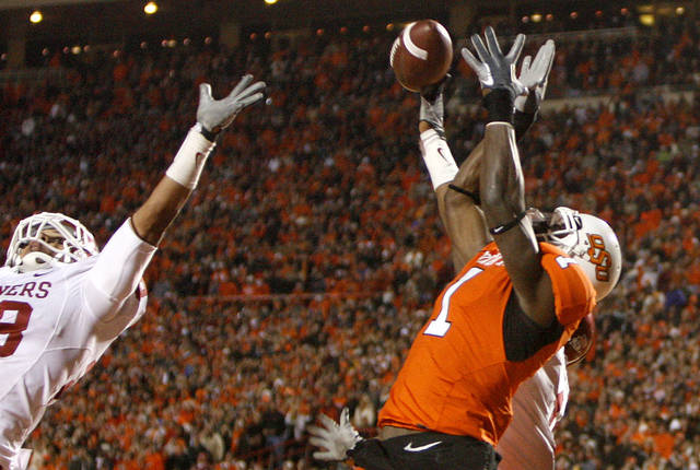 Oklahoma State's Dez Bryant (1) catches a 2-point conversion over Oklahoma's Travis Lewis (28) during the first half of the college football game between the University of Oklahoma Sooners (OU) and Oklahoma State University Cowboys (OSU) at Boone Pickens Stadium on Saturday, Nov. 29, 2008, in Stillwater, Okla. STAFF PHOTO BY SARAH PHIPPS
