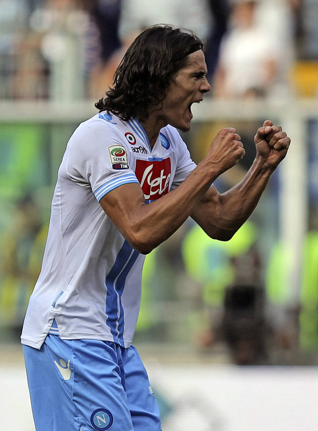 Napoli forward Edinson Roberto Gomez Cavani celebrates his side's 1-0 win at the end of a Serie A soccer match between Sampdoria and Napoli, in Genoa, Italy, Sunday, Sept. 30, 2012. (AP Photo/Carlo Baroncini)