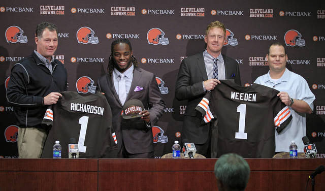 Cleveland Browns first round draft picks running back Trent Richardson, second from left, and quarterback Brandon Weeden, second from right, pose with head coach Pat Shurmur, left, and general manager Tom Heckert at the NFL football team's headquarters in Berea, Ohio Friday, April 27, 2012. (AP Photo/Mark Duncan) ORG XMIT: OHMD101