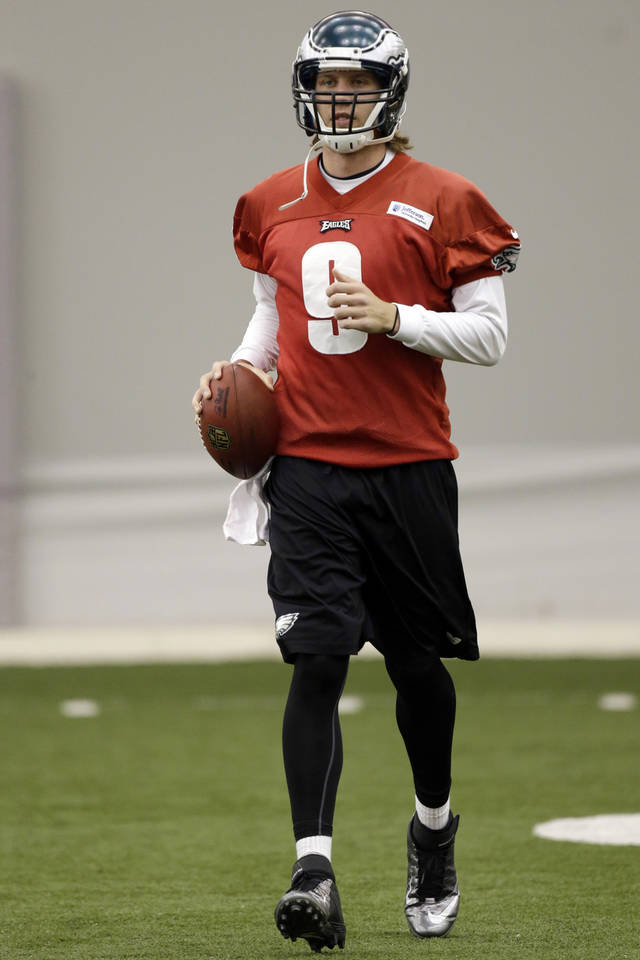 Philadelphia Eagles quarterback Nick Foles jogs during NFL football practice at the team's training facility, Thursday, Nov. 29, 2012, in Philadelphia. (AP Photo/Matt Rourke)