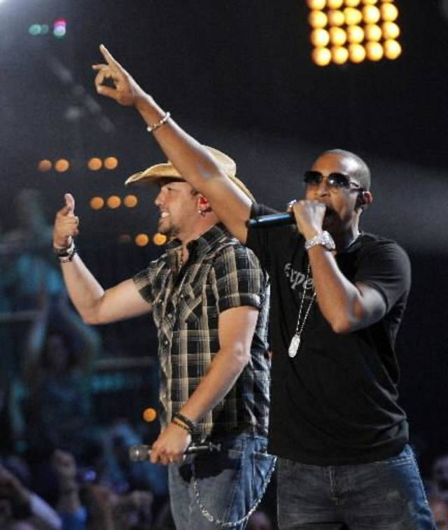 "Jason Aldean and Ludacris perform the country star's ""Dirt Road Anthem."""