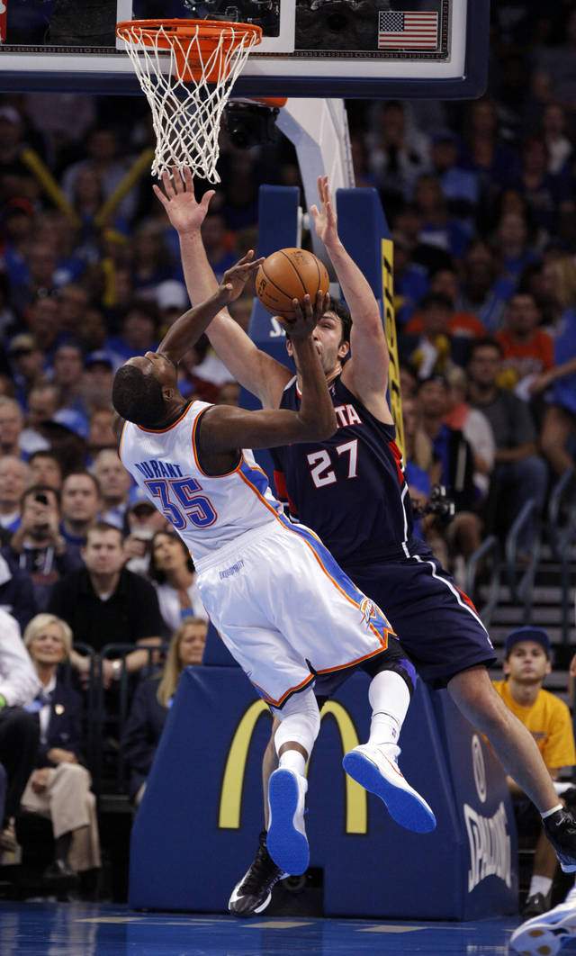 Oklahoma City Thunder's Kevin Durant (35) shoots over Atlanta Hawk's Zaza Pachulia (27) as the Atlanta Hawks defeat the Oklahoma City Thunder 104-95 in NBA basketball at the Chesapeake Energy Arena in Oklahoma City, on Sunday, Nov. 4, 2012.  Photo by Steve Sisney, The Oklahoman