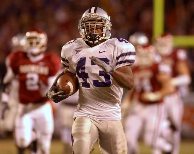 Kansas State University running back Darren Sproles (43) leaves University of Oklahoma (OU) defenders in his wake as he runs the ball setting up KSU's first touchdown in the second quarter of the Big 12 college football championship Saturday, Dec. 6, 2003 at Arrowhead Stadium in Kansas City, Mo. (AP Photo/Charlie Riedel)