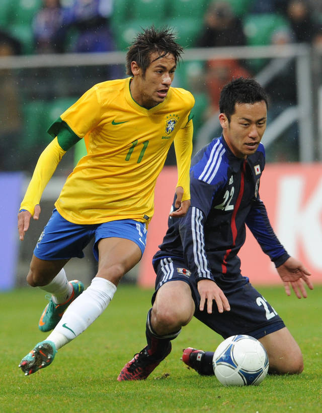Brazil's Neymar, left, and Japan's Maya Yoshida challenge for the ball during a friendly soccer match between Brazil and Japan in Wroclaw, Poland, Tuesday, Oct. 16, 2012. (AP Photo/Alik Keplicz)