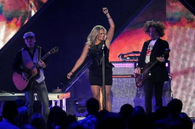 "Miranda Lambert performs ""Mama's Broken Heart."""