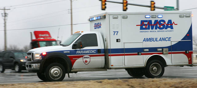 ICE / ICY ROADS / WINTER WEATHER: An EMSA ambulance responds to an emergency call near Reno and Portland Monday afternoon in Oklahoma City,  January  26, 2009.  BY STEVE GOOCH, THE  OKLAHOMAN.  ORG XMIT: KOD