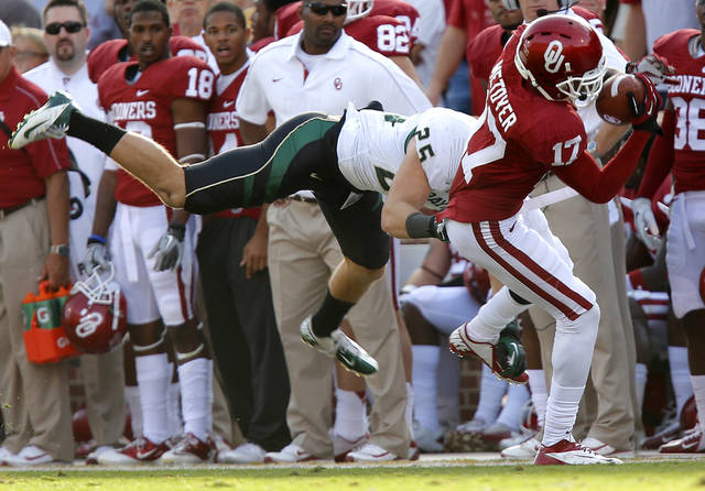 Oklahoma's Trey Metoyer (17) makes a catch in front of Baylor's Sam Holl (25) during the college football game between the University of Oklahoma Sooners (OU) and Baylor University Bears (BU) at Gaylord Family - Oklahoma Memorial Stadium on Saturday, Nov. 10, 2012, in Norman, Okla.  Photo by Chris Landsberger, The Oklahoman