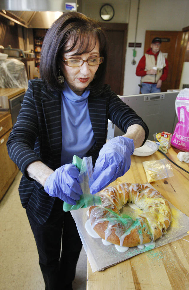 Volunteer Deena Palmer decorates a king cake baked for a fundraiser at Douglas Boulevard United Methodist Church in Midwest City. <strong>PAUL B. SOUTHERLAND - PAUL B. SOUTHERLAND</strong>