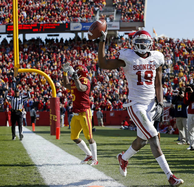 Oklahoma's Justin Brown (19) celebrates after a touchdown in front of Iowa State's Jeremy Reeves (5) during a college football game between the University of Oklahoma (OU) and Iowa State University (ISU) at Jack Trice Stadium in Ames, Iowa, Saturday, Nov. 3, 2012. Oklahoma won 35-20. Photo by Bryan Terry, The Oklahoman