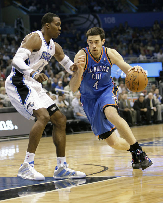 Oklahoma City Thunder&#039;s Nick Collison (4) makes a move to get around Orlando Magic&#039;s Dwight Howard, left, during the first half of an NBA basketball game in Orlando, Fla., Friday, Feb. 25, 2011.(AP Photo/John Raoux) ORG XMIT: DOA101