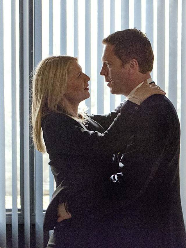 "Claire Danes as Carrie Mathison and Damian Lewis as Nicholas ""Nick"" Brody in Homeland (Season 2, Episode 12). - Photo:  Kent Smith/SHOWTIME - Photo ID:  Homeland_212_1109"