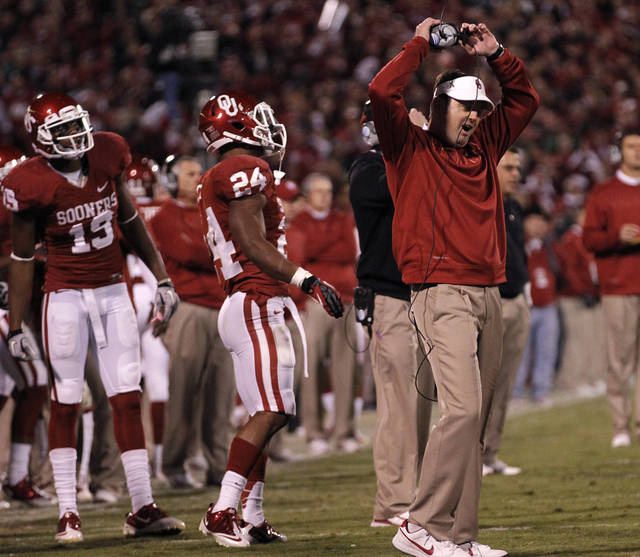 REACTION: Bob Stoops reacts to a holding call that reversed a Blake Bell touchdown during the college football game between the University of Oklahoma Sooners (OU) and the Notre Dame Fighting Irish at the Gaylord Family-Oklahoma Memorial Stadium on Saturday, Oct. 27, 2012, in Norman, Okla. Photo by Chris Landsberger, The Oklahoman