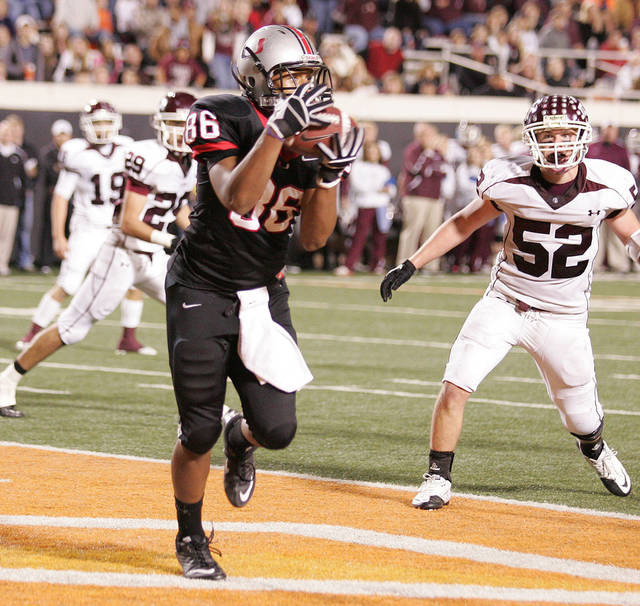 CLASS 6A HIGH SCHOOL FOOTBALL STATE CHAMPIONSHIP GAME / TULSA UNION: Union receiver Chris Hall (86) catches a touchdown pass in the 3rd quarter during the 6A State Championship game between Jenks and Union at OSU on December 3, 2010.  JOEY JOHNSON/For the Tulsa World