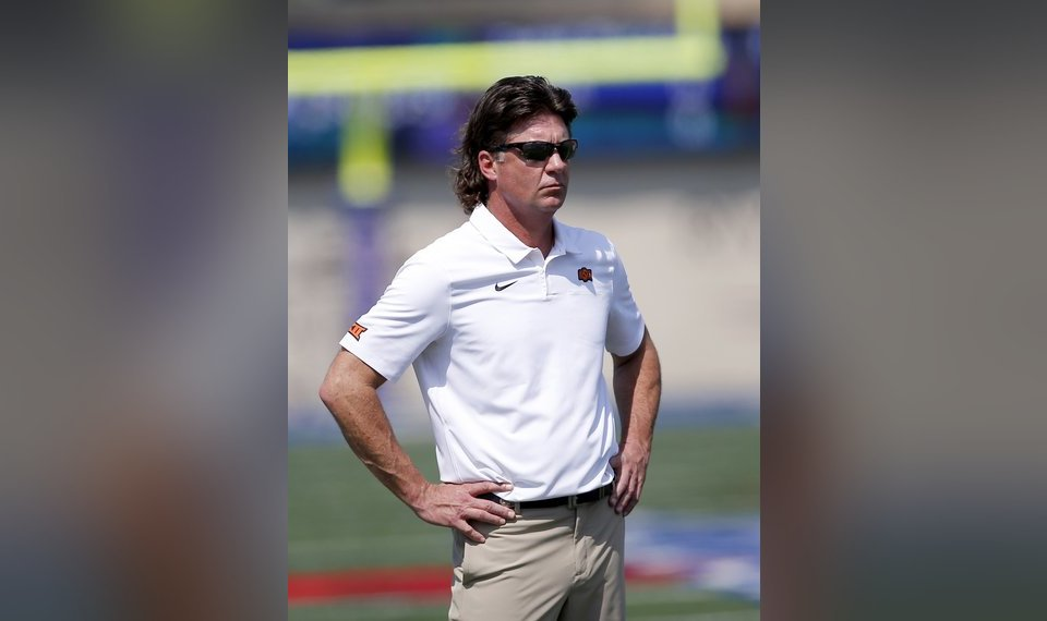 Oklahoma State Football Mike Gundy A Hot Topic In Vegas