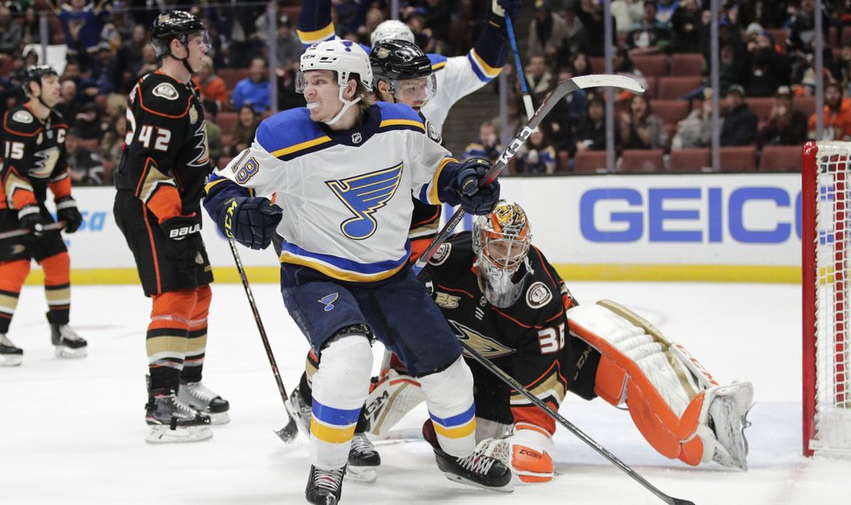 first rate 05ada fbfed Thomas, Pietrangelo score late in 3rd, Blues beat Ducks 5-4
