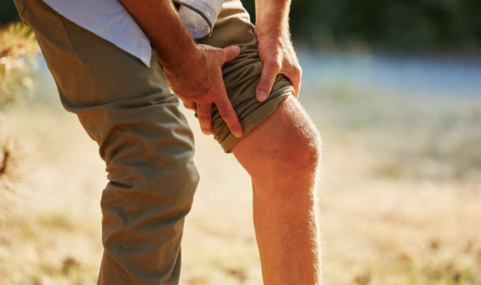 Pain clinic offers drug-free treatment for chronic knee pain