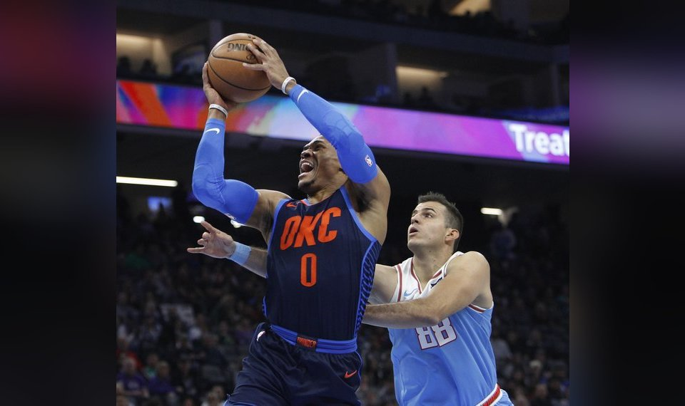 Oklahoma City Thunder guard Russell Westbrook (0) drives to the basket  against Sacramento Kings