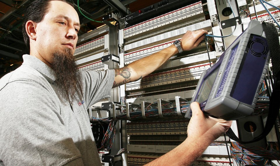 U S  Cellular network switch engineer in Oklahoma City keeps