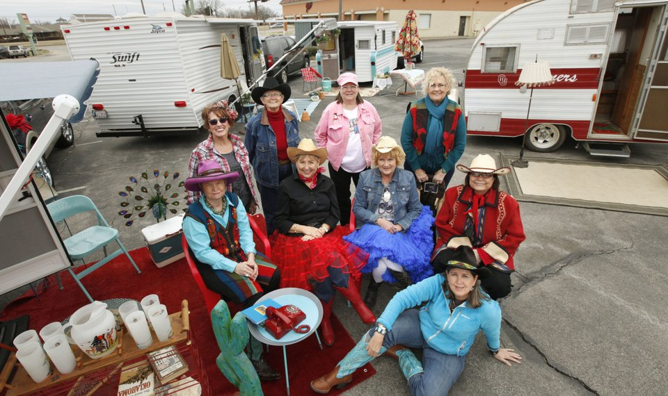 Happy Trails: 'Glamping' group travels together
