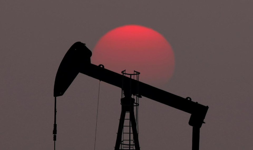 Oil hits 2019 high on signs of tighter supply