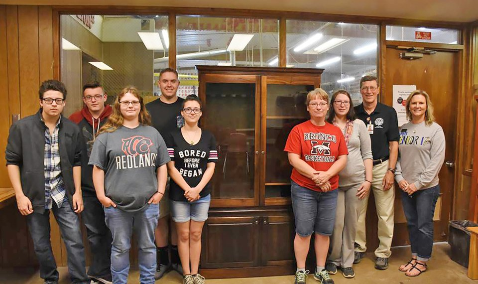 Woodworking Students Make Dream Come True For Former Mustang