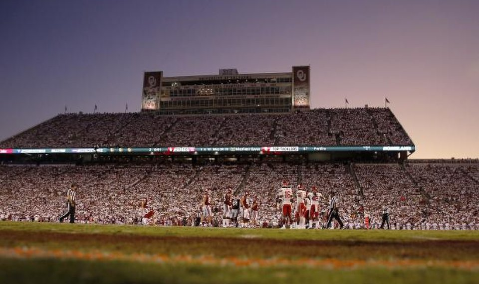 Ou Football Fans Split Going To Games Even With Reduced Capacity