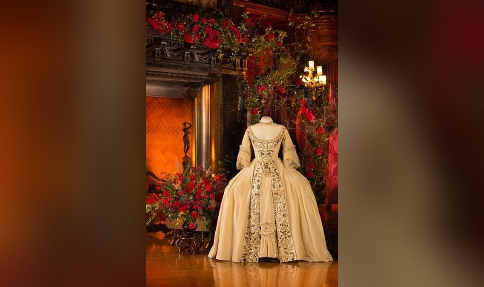 Exhibit Wedding Gowns In The Movies At Biltmore House In North Carolina