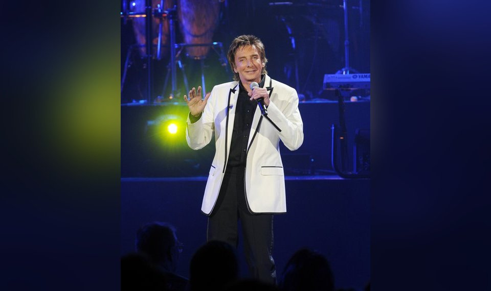 Barry Manilow brings the songs back to Oklahoma