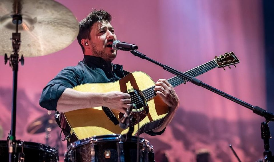Concert review: Mumford & Sons finish 'Delta' U.S. arena tour with crowd-pleasing set at...