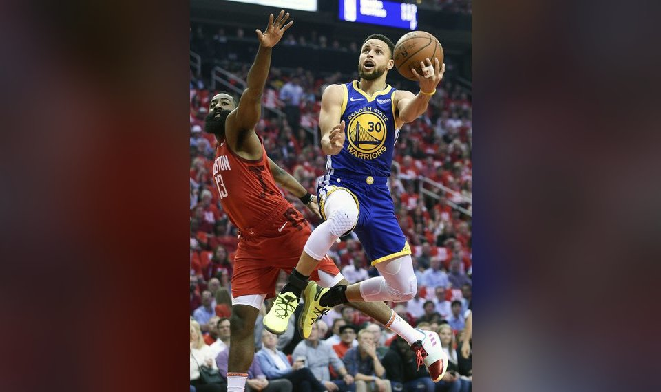 98d73f6d453 Golden State Warriors guard Stephen Curry (30) drives to the basket as Houston  Rockets