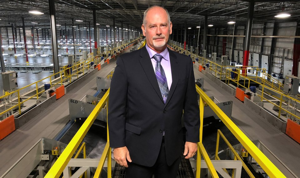 fedex oklahoma city senior manager curtis wells stands in a new 270000 square foot - Fedex Garden City