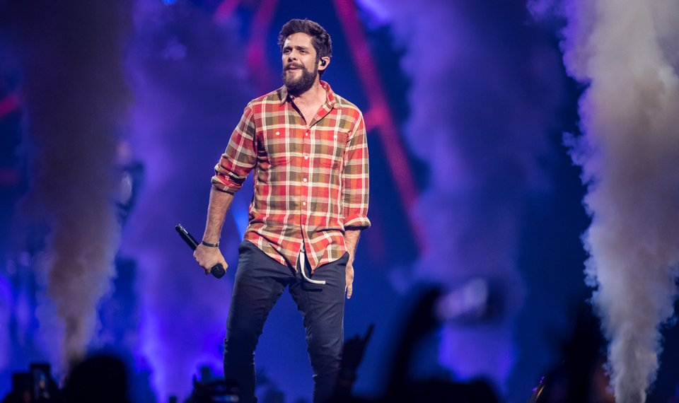 Concert review: Thomas Rhett brings country love to