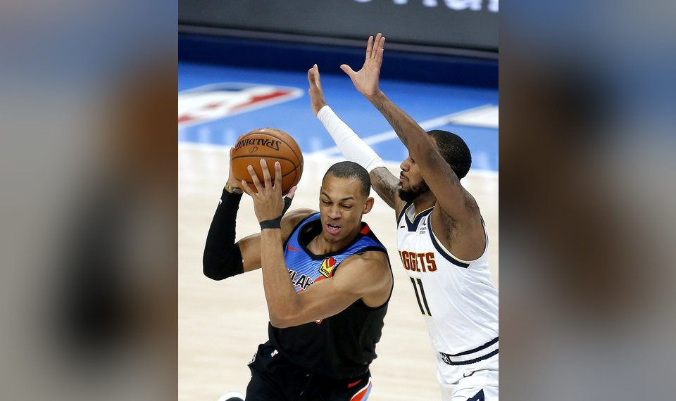 <strong>Oklahoma City's Darius Bazley (7) goes to the basket as Monte Morris (11) defends. [Sarah Phipps/The Oklahoman]</strong>