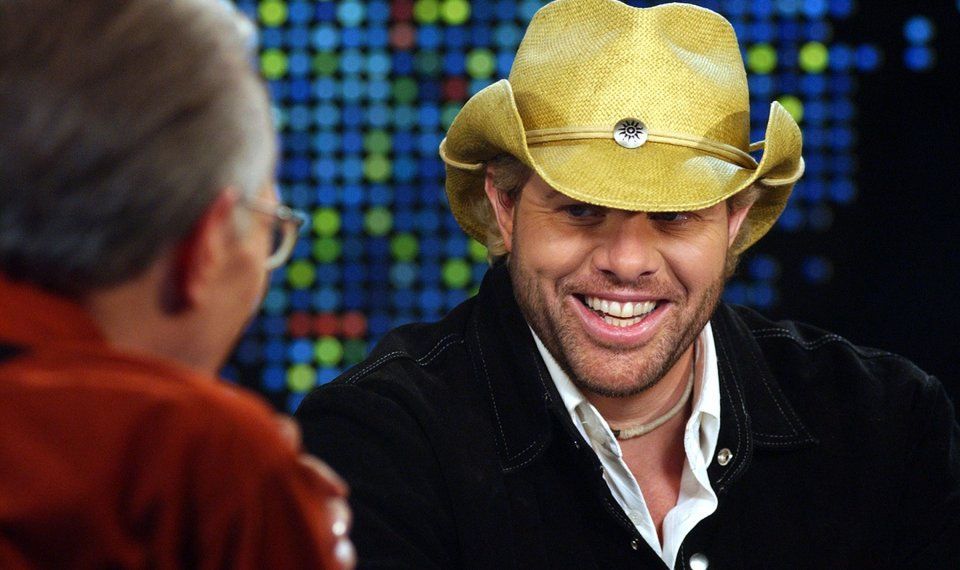 71c21050c2e10 Related Photos OKLAHOMA NATIVE  County music star Toby Keith shares a light  moment with Larry King during