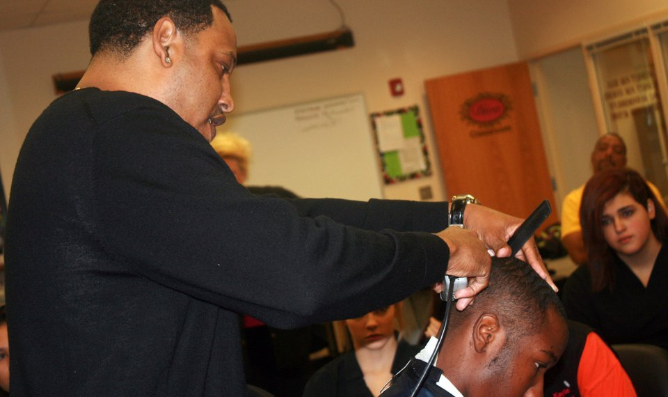 Well Known Haircutter Talks To Students