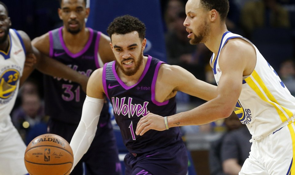 083b44803 Curry leads Warriors past Wolves 117-107
