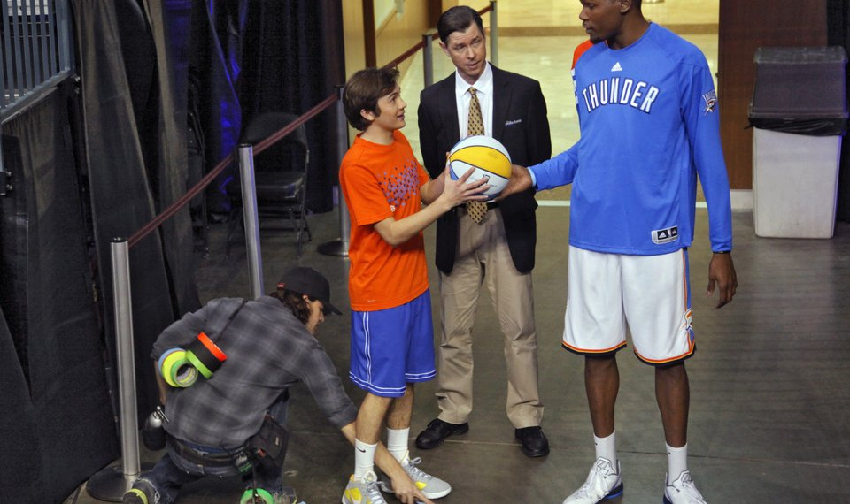 c4a1ff55518 Oklahoma City Thunder s Kevin Durant works with actors Taylor Gray