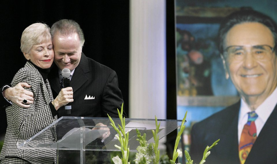 Mourners sing praises of Oral Roberts