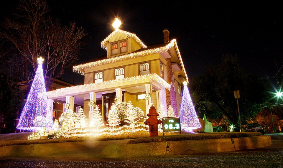 Colorful Christmas Lights On House.Annual Homes Tour In Oklahoma City Offers Holiday Colors
