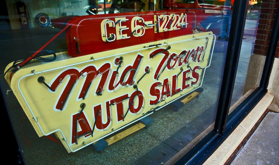 Midtown Auto Sales >> At A Glance Neon Signs Make Comeback In Downtown Oklahoma City