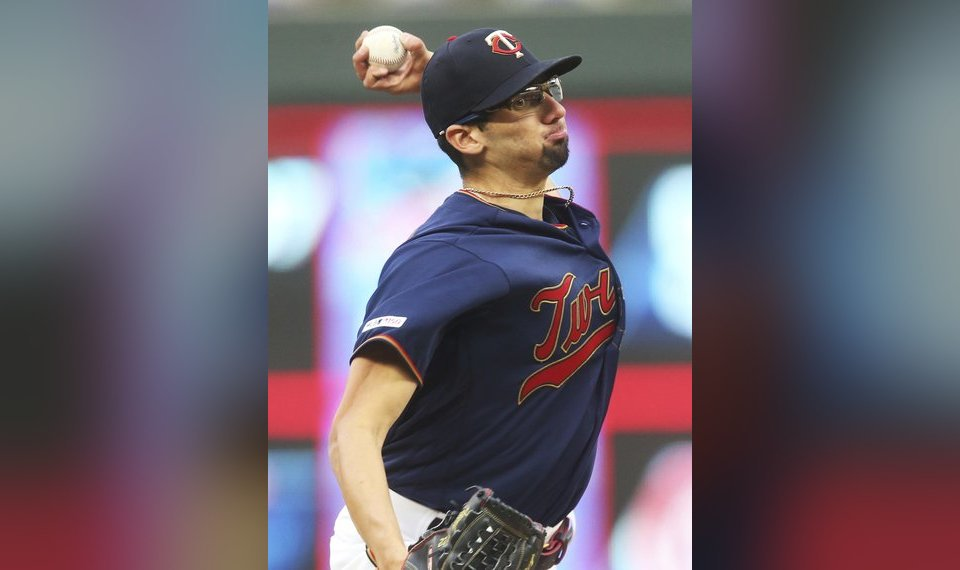 6d1075586fbb73 Minnesota Twins pitcher Devin Smeltzer, making his major league debut,  throws against the Milwaukee