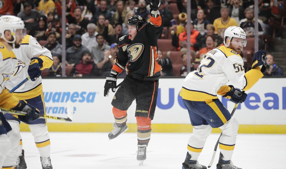 Ducks Hold Off Late Charge By Predators For 3 2 Win