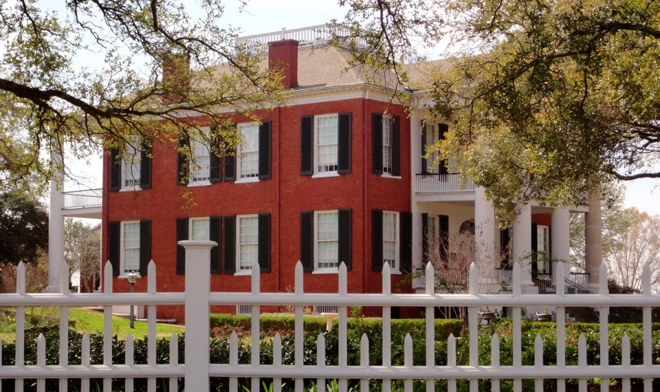 Miraculous Antebellum Beauty Strife On Display In Natchez Mississippi Home Remodeling Inspirations Genioncuboardxyz