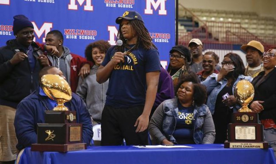 Millwood s Isaiah Major speaks surrounded by his family during the signing  ceremonyWednesday. Major will play 67fd5ee58c4